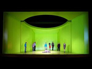 Plane im Theater als Bühnenbild