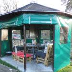 Grüne Pavillon Plane als Windschutz