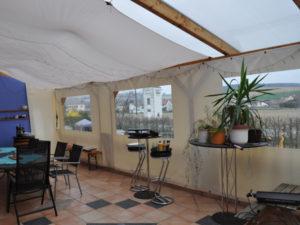 Terrassenplane mit Fenster