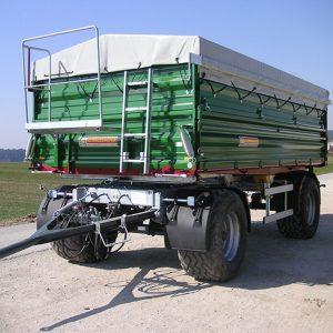 Flachplane für einen Anhänger in der Landwirtschaft