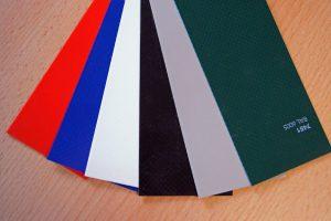 5 Farbvarianten der 900 Gramm Plane
